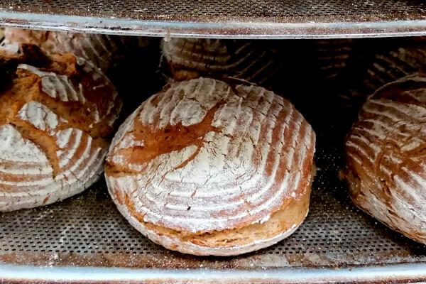 Brot auf Wagen_Baeckerei Bayer